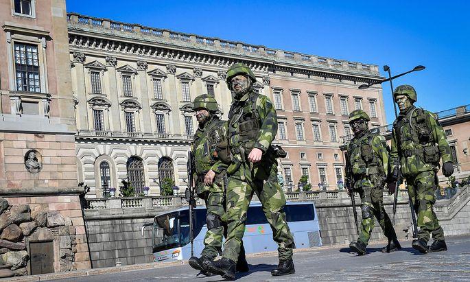 Reservisten vor dem Stockholmer Königspalast