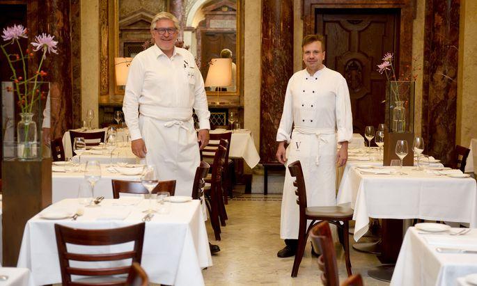Christian Domschitz (links) und Christoph Schuch setzen sich im Restaurant Vestibül mit der Wiener Küche auseinander.