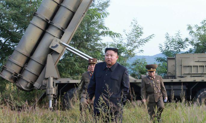 Machthaber Kim Jong-un beaufsichtigt den Waffentest