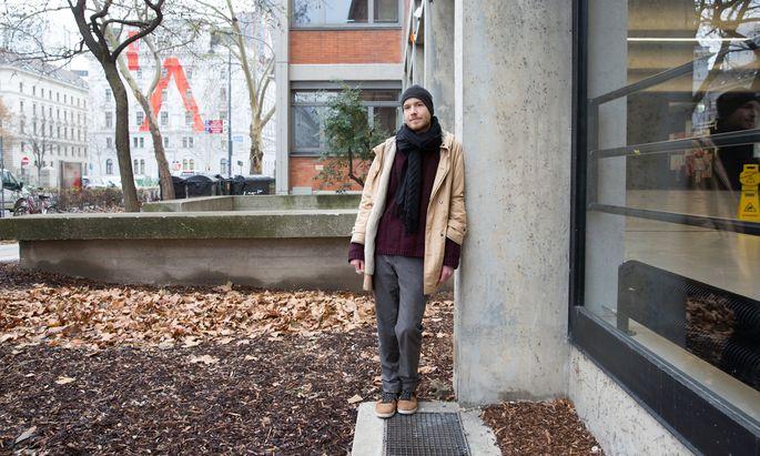 """Der Philosoph und Künstler Kilian Jörg pendelt zwischen Wien, Berlin und Brüssel. In seinem Buch über das legendäre Berghain untersucht er das Berliner """"Kondensat von Subkultur"""" auf unorthodoxe Weise."""