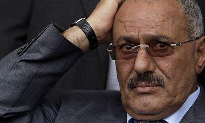 Jemens Präsident Saleh unterzeichnete Abkommen zur Machtübergabe