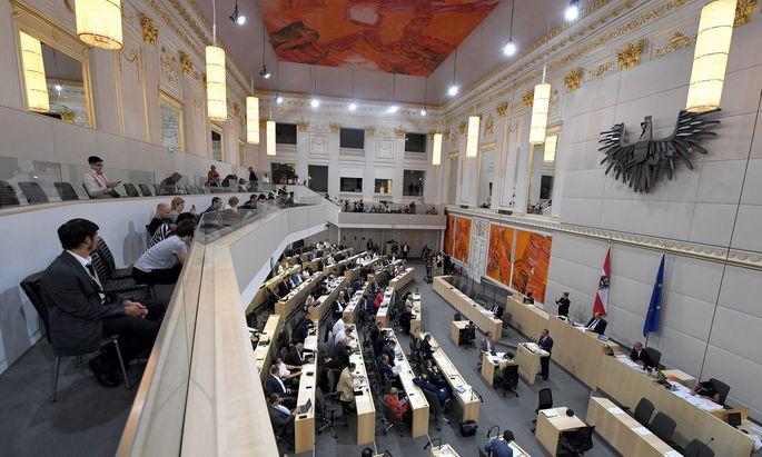Knapp vor der Wahl hat der Nationalrat noch einen ordentlichen Zusatzrucksack für kommende Generationen geschnürt (Archibild).