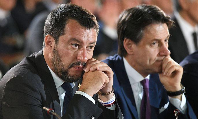 Salvini und Conte messen ihre Kräfte im Streit um das Defizit.
