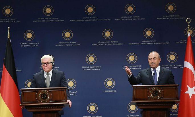 Frank-Walter Steinmeier und Mevlüt Cavusoglu in Ankara