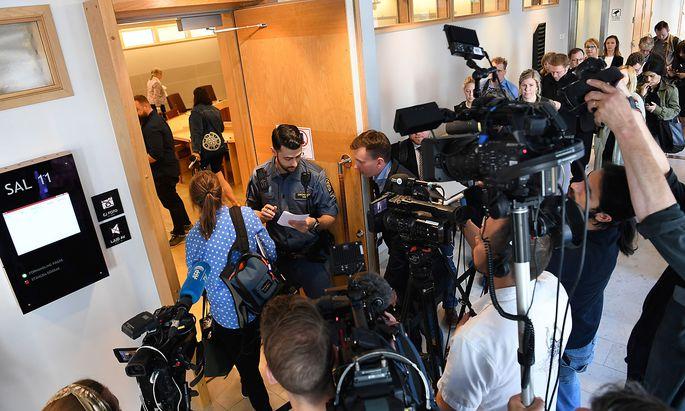 Ungewöhnlich großer Andrang im Bezirksgericht im schwedischen Uppsala.