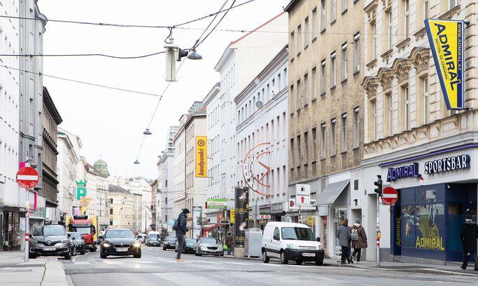 Einkaufs- und wichtige Durchzugsstraße im Fünften: Über die Neugestaltung der Reinprechtsdorfer Straße ist man sich im Bezirk uneinig.