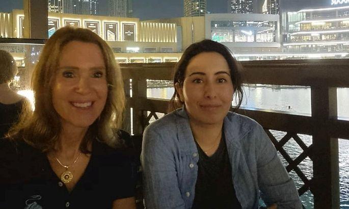 Sheikha Latifa (rechts) auf einem Bild mit ihrer Freundin Sioned Taylor, deren Telefonnummer ebenfalls auf der NSO-Liste auftaucht.