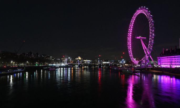"""London zur """"Earth Hour"""". Mittlerweile soll die """"Stunde der Erde"""" auf allen Kontinenten in mehr als 180 Ländern veranstaltet werden, heißt es seitens der Veranstalter."""