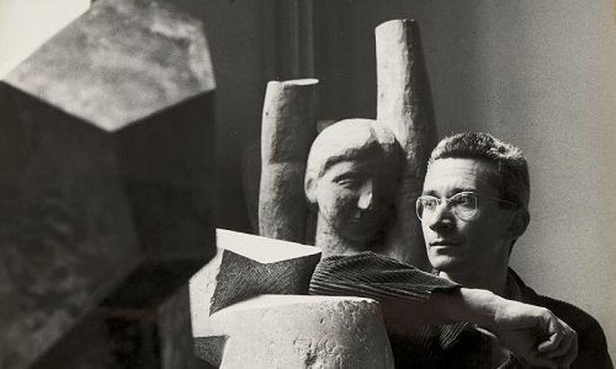 Josef Pillhofer in seinem Atelier, um 1952