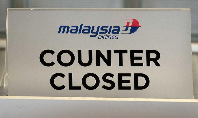Der geschlossene Schalter von Malaysia Airlines am Flughafen Amsterdam, wo der Unglücksflug startete