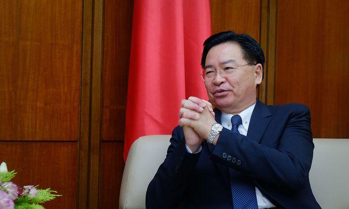 """Taiwans Außenminister Joseph Wu (hier auf einem Archivbild): """"Es ist möglich, dass uns China mit militärischer Gewalt übernehmen will."""""""