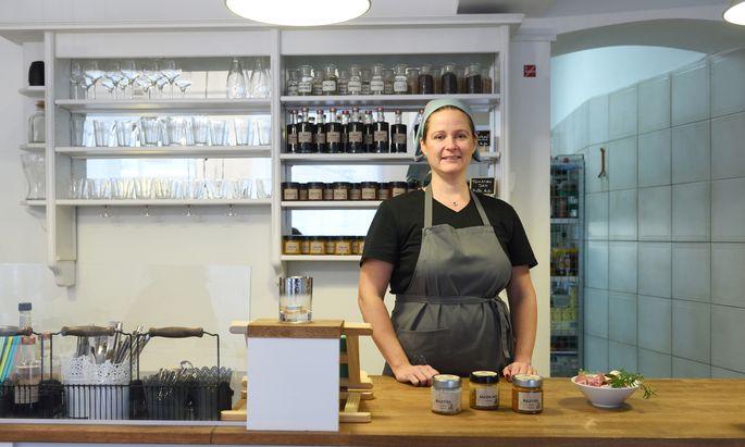 Alexandra Jarolim in ihrem Shop in Ottakring.