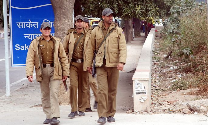 Sicherheitspersonal vor dem Gerichtskomplex in Neu Delhi, wo das Schnellgericht tagt.