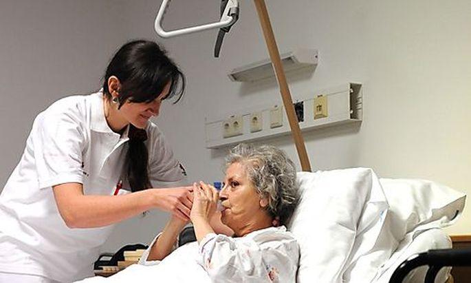Kurz will mehr Migranten in Pflegeberufen