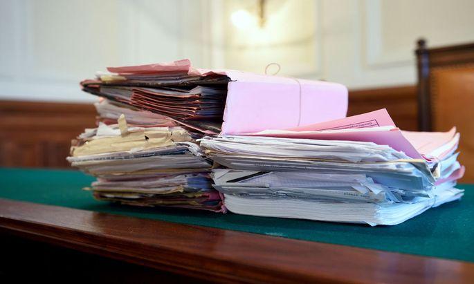 """Die Sicherstellung von schriftlichen Aufzeichnungen und Datenträgern durch die Ermittler selbst wäre nur noch zulässig, wenn sich die Ermittlungen direkt gegen den """"zur Amtshilfe verpflichteten Organwalter"""" richten."""