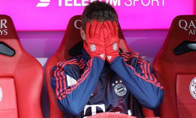 Sport Bilder des Tages Thomas Mueller 25 FC Bayern Muenchen gestresst auf der Bank FC Bayern Muen