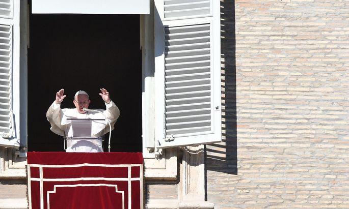 Franziskus machte sich in seiner Jahresansprache für multilaterale Lösungen in der Migrationskrise stark.
