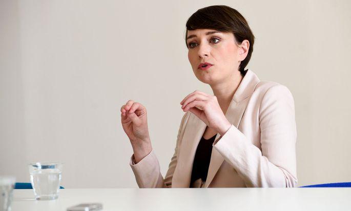 Eine große Belastung für das Koalitionsklima sieht Sigrid Maurer in den Aussagen des Kanzlers zwar nicht. Den Seitenhieb des Kanzlers auf ihre Partei lässt sie aber nicht auf sich sitzen.