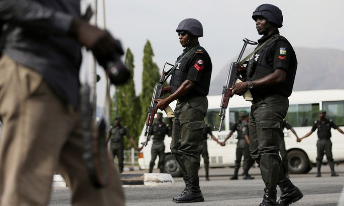 Polizisten bei einem Protest in Abuja