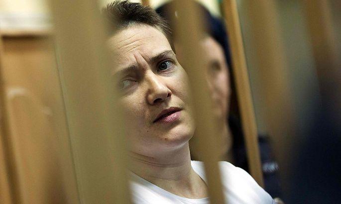Ein Archivbild von Nadeschda Sawtschenko beim Prozess im November 2014.