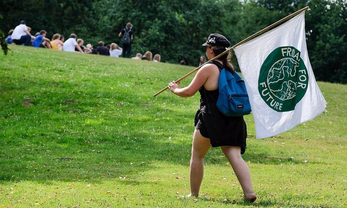 Dortmund 01 08 2019 Eine junge Aktivistin auf dem Fridays for Future Sommerkongress im Dortmunder