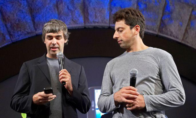 Die Google-Gründer Larry Page (li) und Sergey Brin wollen keine Chefs mehr sein