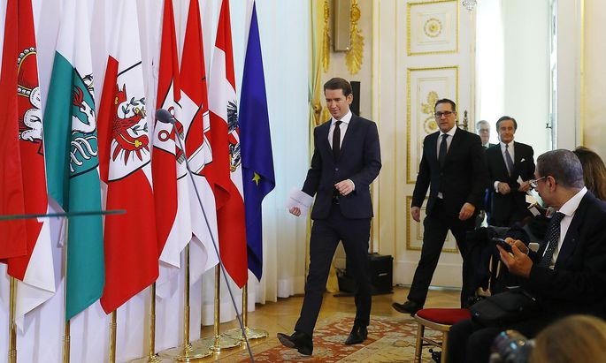 Austrian Chancellor Kurz and Vice Chancelllor Strache arrive for a news conference after a cabinet meeting in Vienna