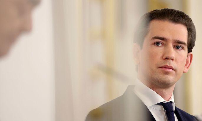 ÖVP und Grüne werden bis zum Herbst 2024 in der Regierung weiter gut zusammenarbeiten, zeigt sich Bundeskanzler Kurz in einem Interview optimistisch.
