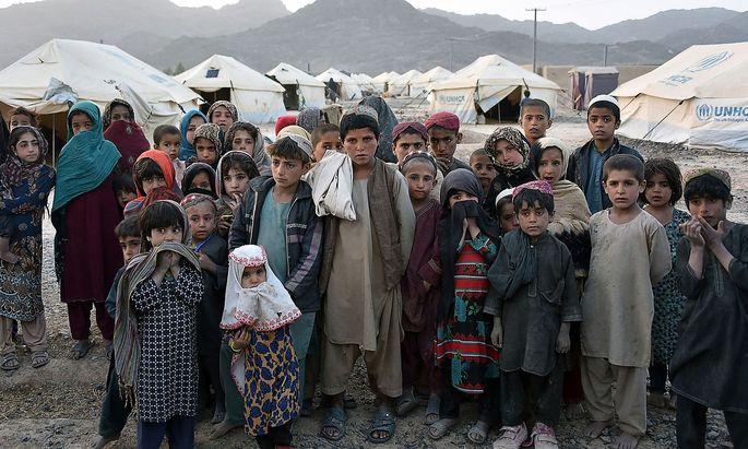 Gefangen in endlosem Krieg. Afghanische Kinder in einem Camp für intern Vertriebene in der Provinz Kandahar.
