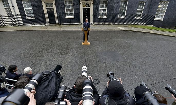 Briten-Premier David Cameron vor Londons berühmtester Haustür
