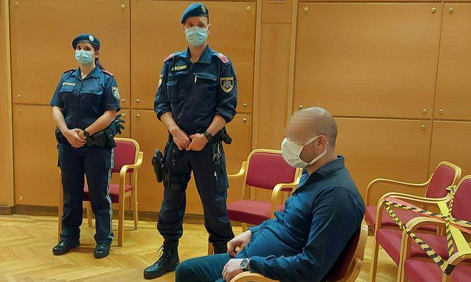 Der Angeklagte am Freitag im Linzer Gerichtssaal