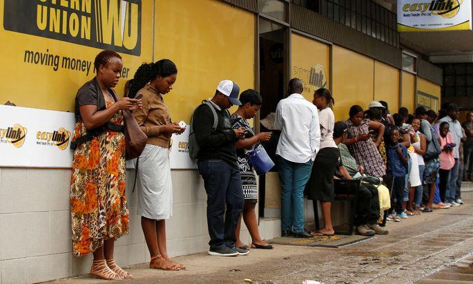 Weil in den Entwicklungsländern nicht jeder ein Girokonto hat, laufen Rücküberweisungen häufig über Geldtransferunternehmen wie Western Union.