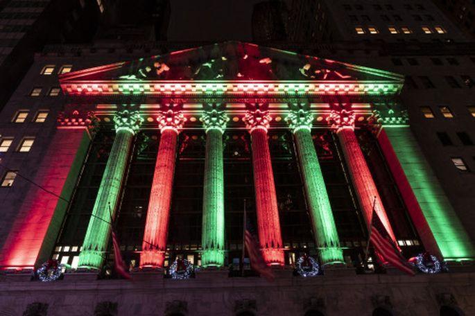 Weihnachtliche Farbenpracht an der Börse in New York.