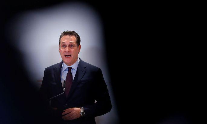 Austria´s Vice Chancellor Strache addresses the media in Vienna