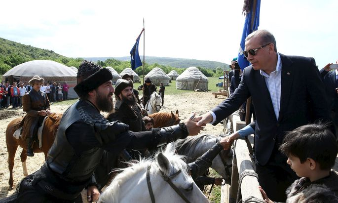 Turkish President Erdogan shakes hands with actors during a visit to the set of the TV series ´Dirilis´ in Istanbul, Turkey