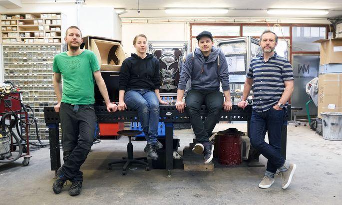Industriedesigner Peter Knobloch (r.) mit seinen Kollegen Bernhard Ranner, Billie Rehwald und Daniel Kloboucnik (v. l.).