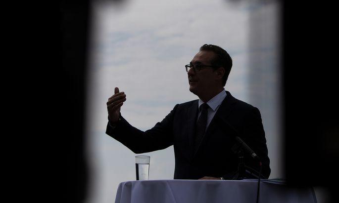 Archivbild: Strache bei der Vorstellung seiner Liste für die Wien-Wahl.