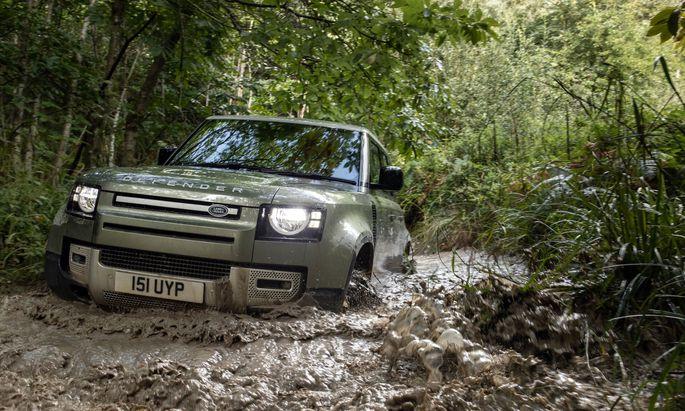 Der neue Land Rover Defender, hier durchaus in seinem Element. Der Hersteller kämpft hingegen, um wieder auf die Erfolgsspur zu finden.