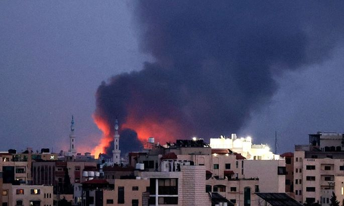 Bei dem seit 10. Mai andauernden gegenseitigen Beschuss starben im Gazastreifen nach Angaben des palästinensischen Gesundheitsministeriums bisher 219 Menschen, rund 1530 wurden verletzt.
