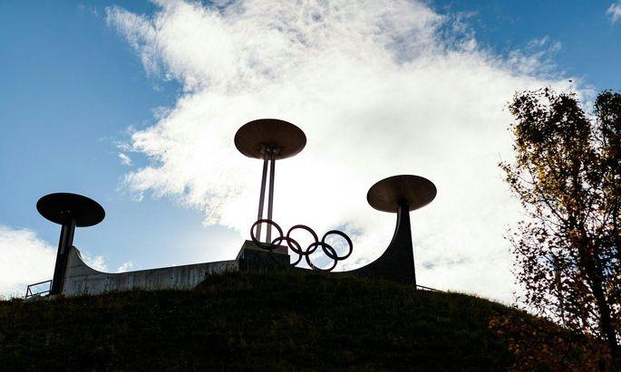Die Fünf Ringe thronen bereits über Innsbruck.