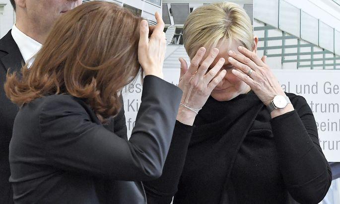Gesundheitsstadträtin Sandra Frauenberger (re) mit Evelyn Kölldorfer-Leitgeb, Vize-Generaldirektorin des KAV