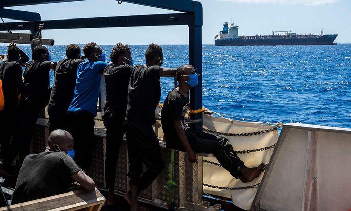 """Archivbild an Bord der """"Sea-Watch 4"""" im August 2020 vor der maltesischen Küste."""