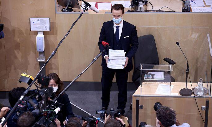 Die Schulden des Staates steigen zwar, der Zinsaufwand wurde zuletzt aber immer geringer. Im Bild: ÖVP-Finanzminister Gernot Blümel vor seiner Budgetrede im Oktober.