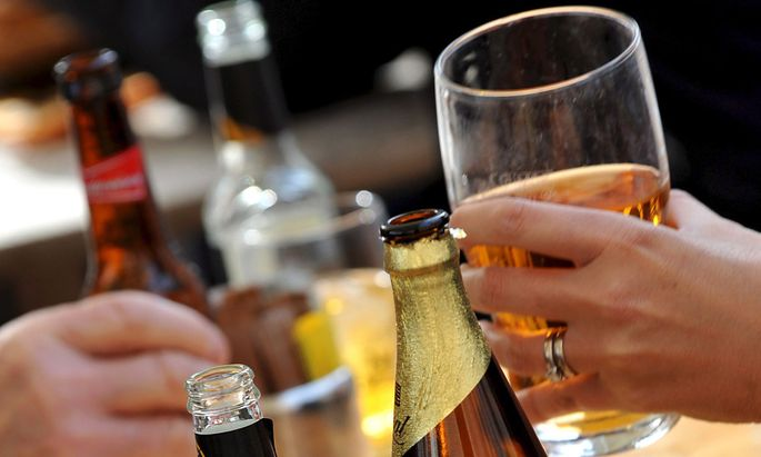 Drei Mal, manchmal auch fünf Mal pro Woche griff der Mann zum Alkohol.
