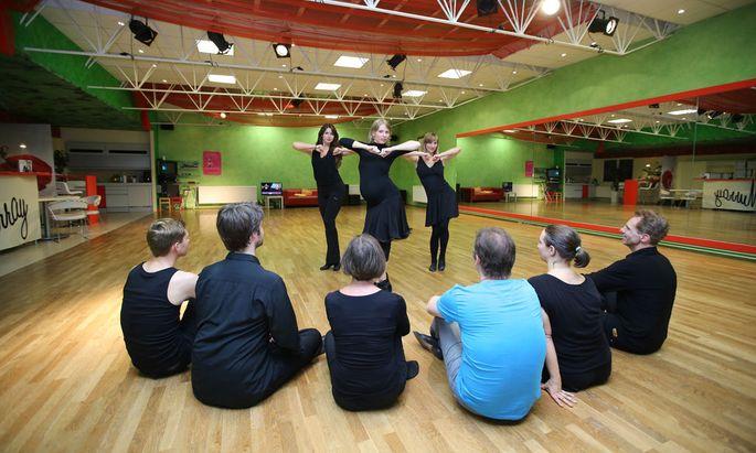 In der Tanzschule Arthur Murray in Wien beugt man bei fröhlichen Rhythmen einem Burn-out vor.