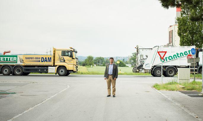 Bisambergs Bürgermeister, Günther Trettenhahn, wehrt sich dagegen, dass hier das neue Postverteilerzentrum Langenzersdorf gebaut werden soll.