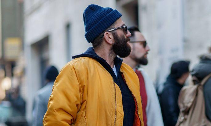 Kleidungsstück mit Symbolkraft: Die blaue Mütze soll auf die Wichtigkeit einheitlicher Standards im Internet aufmerksam machen.