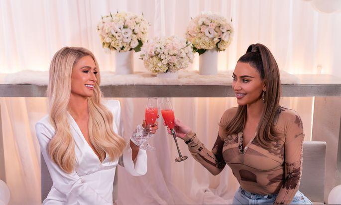 Mit Ex-Assistentin und Neo-Milliardärin Kim Kardashian bereitete Hilton Frühstück zu.
