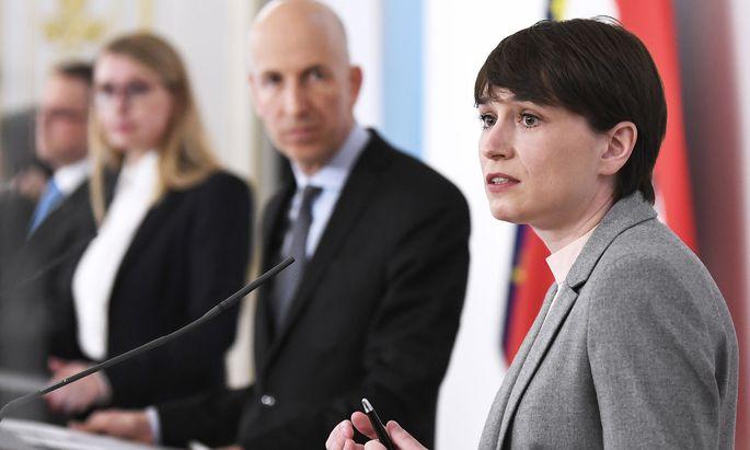 Man arbeite erfolgreich an der Umsetzung des Regierungsprogramms, versicherte die Grüne Klubobfrau Sigrid Maurer nach dem Ministerrat.