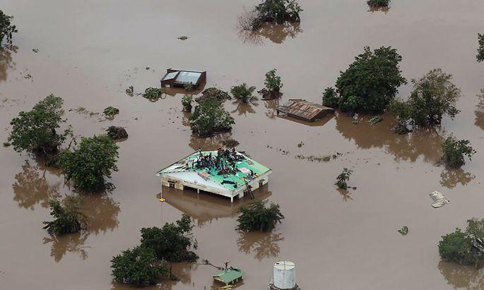 """Ein Bild aus der Hafenstadt Beira - """"überall Wasser""""."""